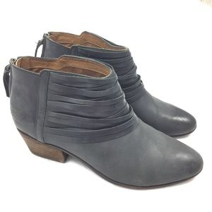 Clarks   Artisan Low Ankle Booties Style 13276